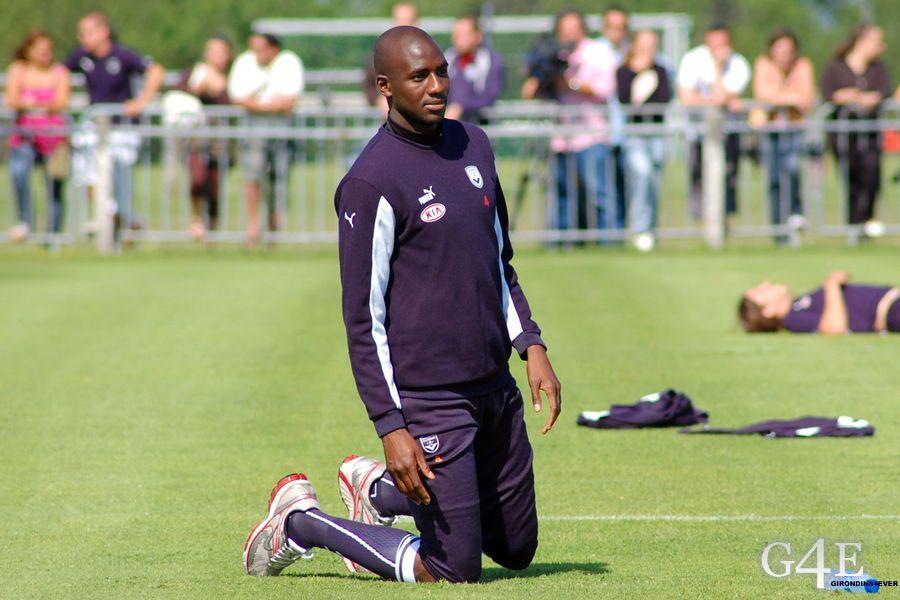 Alou Diarra à genoux Girondins Bordeaux
