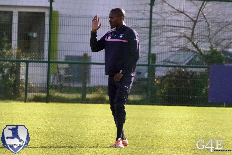 Landry Nguemo lève la main et les prend de l'autre