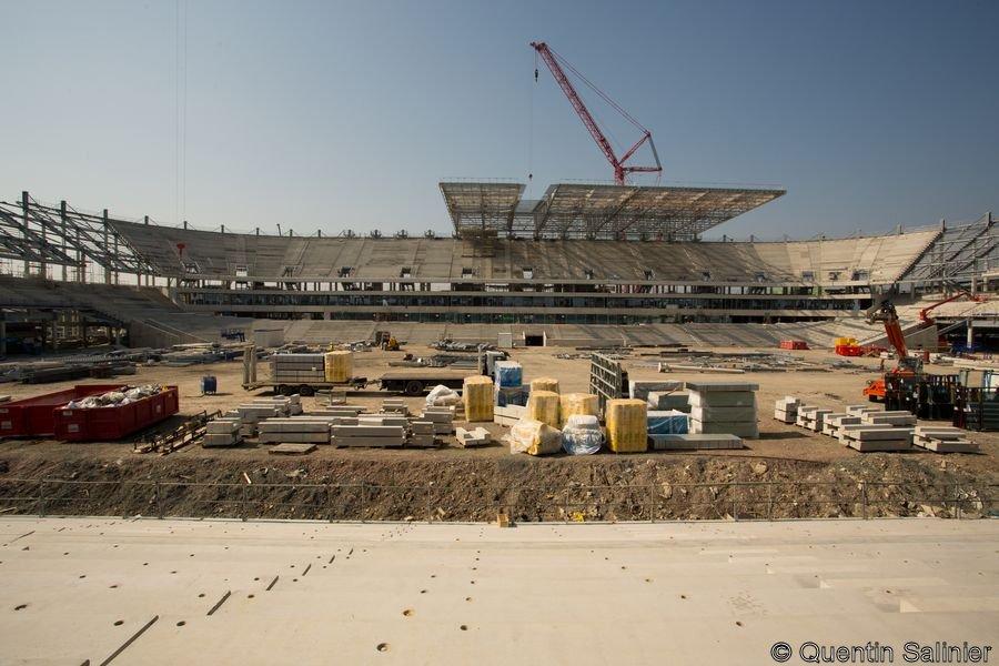 Chantier stade, tribune Ouest et toiture depuis la tribune Est