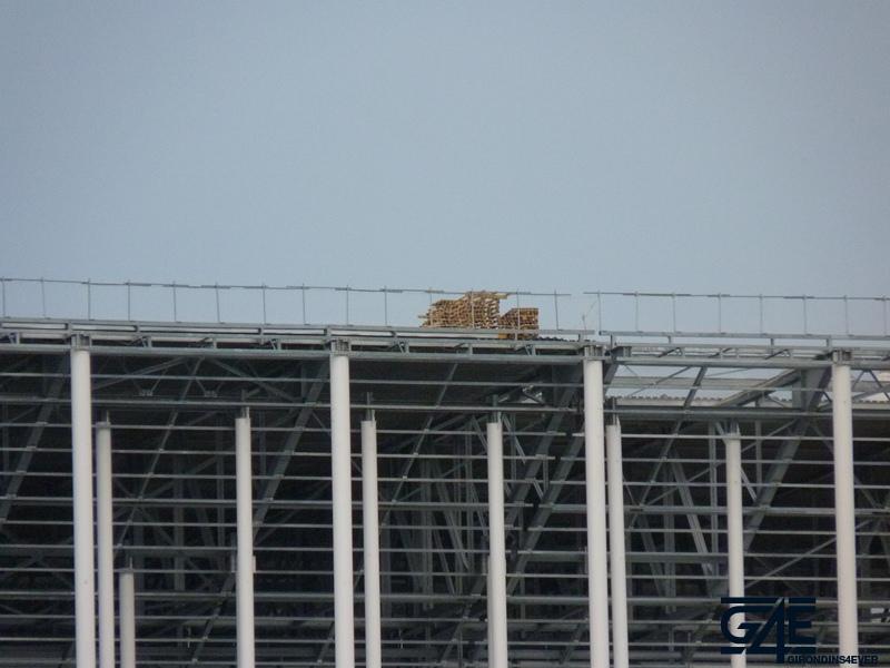 Chantier stade – Colis déposé sur toiture Ouest