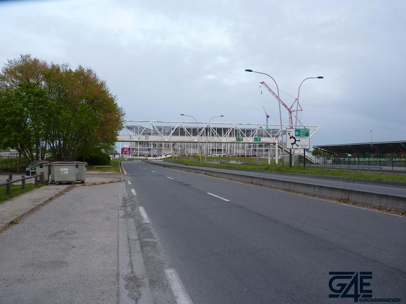 Chantier stade – Plan large stade depuis route