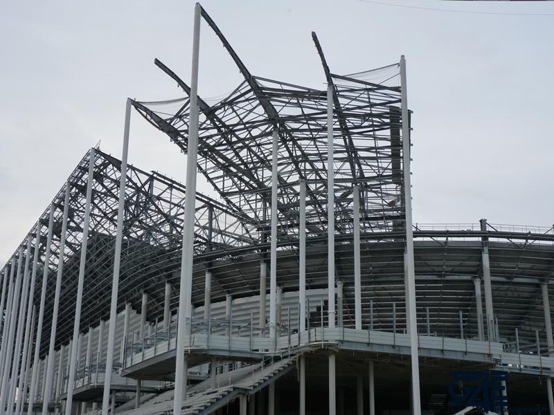 Chantier stade – Toiture latérale Sud-Ouest