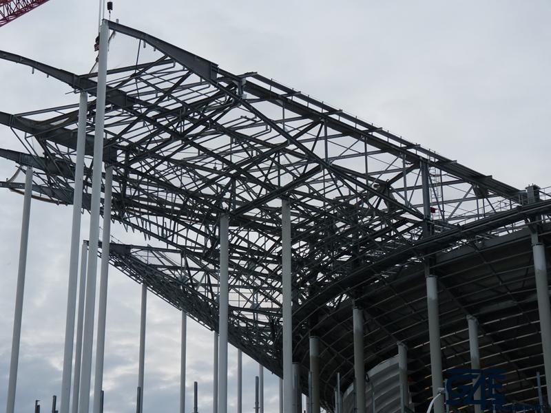 Chantier stade – colis toit tribune Ouest