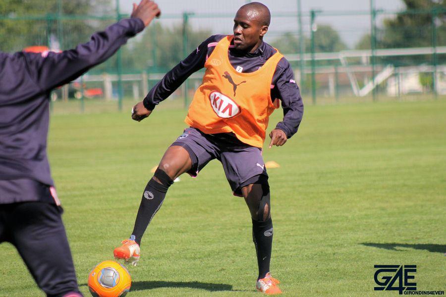Landry Nguemo pied sur ballon