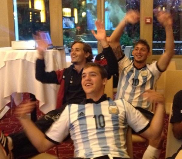 Vada, Sala, Orban Argentine Twitter