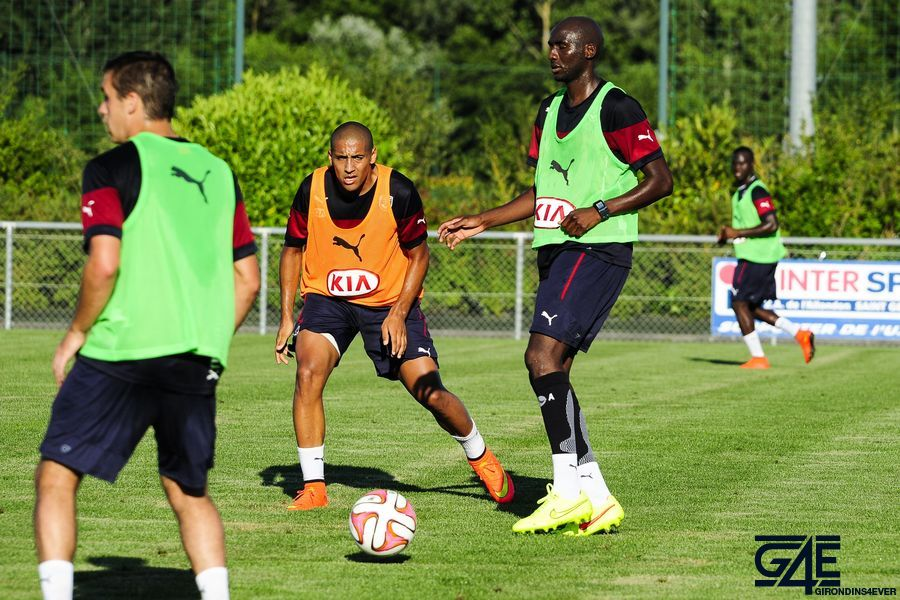Alou Diarra avec ballon face à Khazri