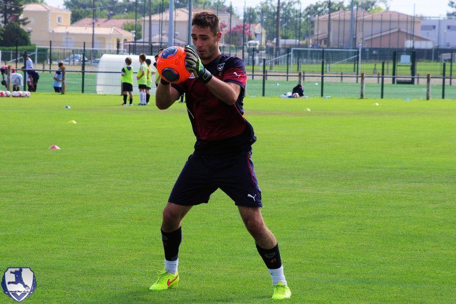 Gabriel Barrière bloque le ballon