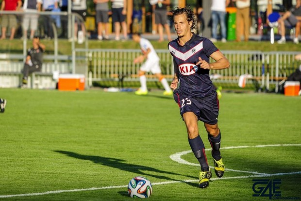 Lucas Orban de face avec ballon Shakhtar-Bordeaux