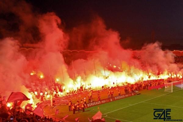 Fumigènes après match stade Chaban Delmas (5)