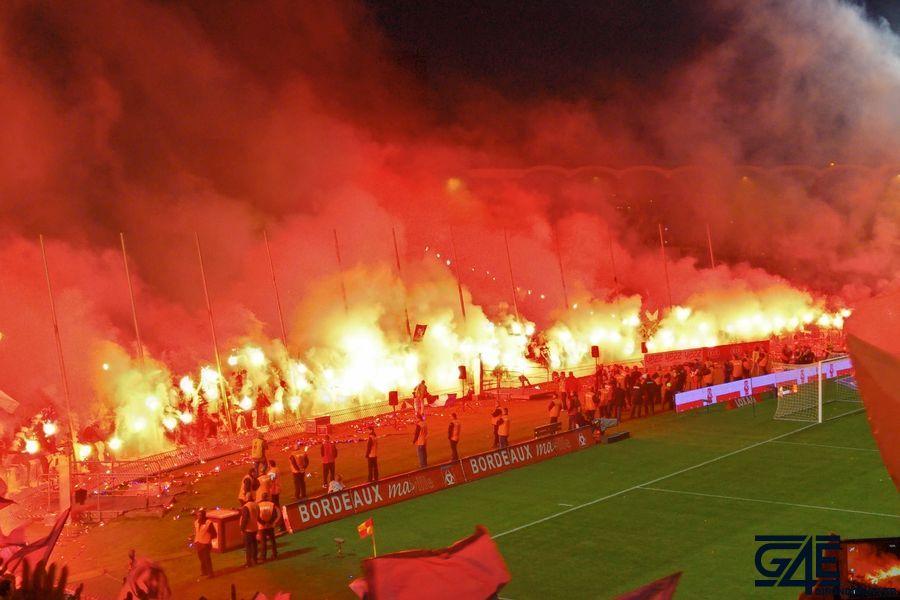 Fumigènes après match stade Chaban Delmas (6)
