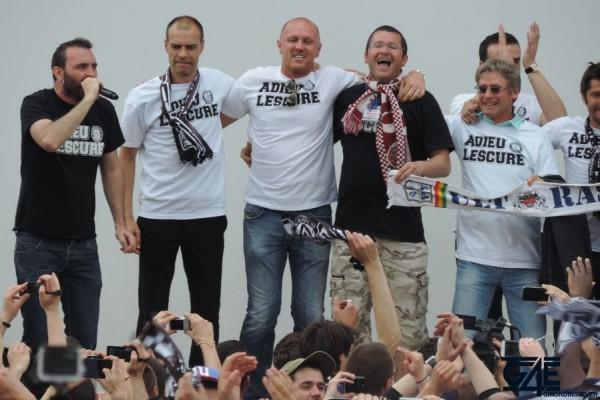 Place de la République avec les anciens joueurs (39)