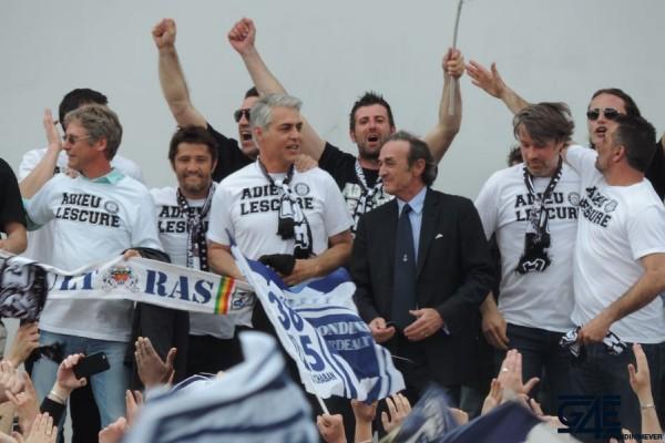 Jean-Louis Triaud, Gaëtan Huard, Place de la République avec les anciens joueurs (40)