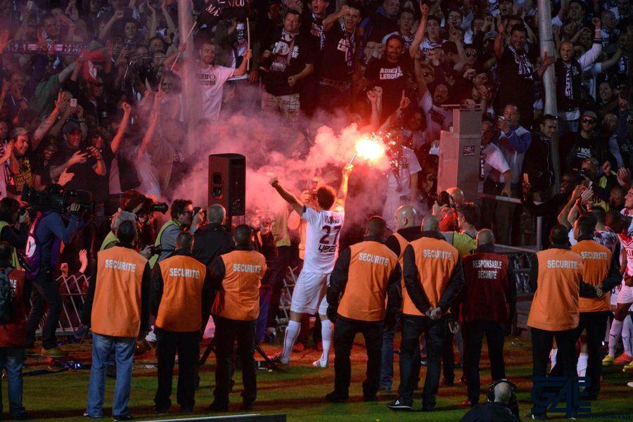 Supporters de Bordeaux  / Fumigenes  / Adieux Marc Planus
