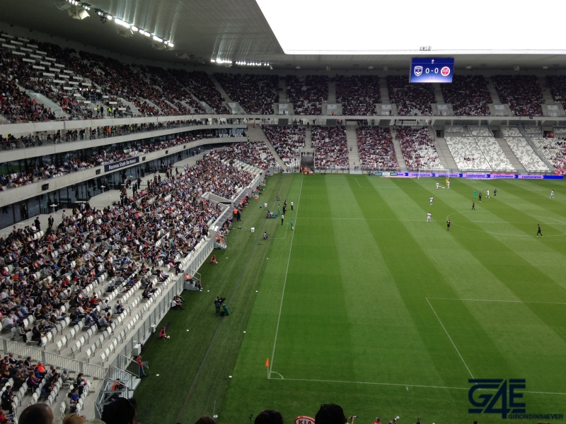 Une pelouse d j fragilis e girondins4ever for Jardinier paysagiste reims