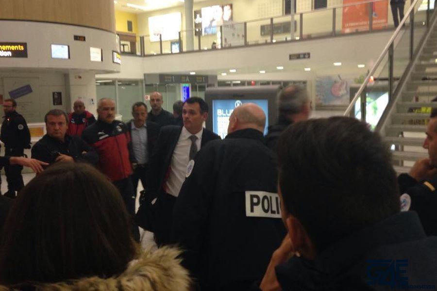 Arrivée joueurs après Gazelec aéroport (2)