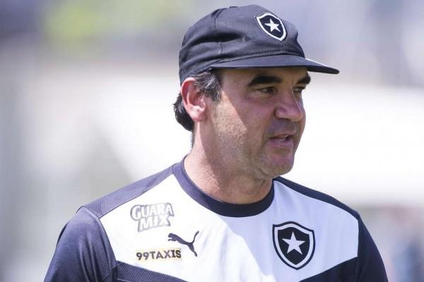 Rio de Janeiro - RJ - 24/09/15 - TREINO DO BOTAFOGO - O tecnico Ricardo Gomes durante treino do Botafogo no campo anexo do estadio Engenhao. Foto: Fernando Soutello/AGIF