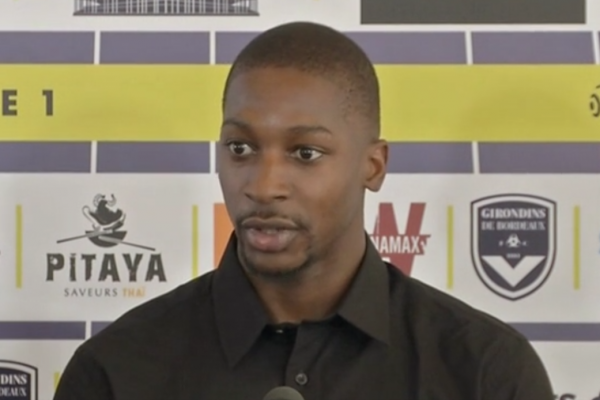 Sankharé signe à Bordeaux — OFF
