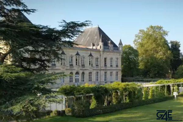 Haillan Chateau